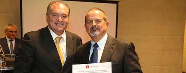Enhorabuena a nuestro asesor fiscal Ricardo Latorre, que fue condecorado.